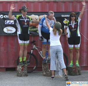 Kayleigh Thornton giving me my medal for my first ever win at a cycling event
